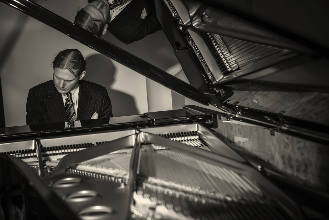 Frederick Hodges, piano